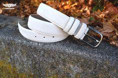 ESQ15 ein Gürtel aus Südleder und Spaltleder gefertigt in weiss.
