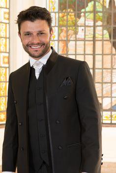 Traje para noivo Maison Nelly. #noivo #trajenoivo #casamento #padrinhos #trajesarigor #maisonnelly #smoking #terno #meiofraque  www.maisonnelly.com.br