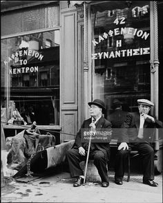 Greek coffee house on Mulberry Street by Andreas Feininger Greek Men, Old Greek, New York Architecture, Architecture Images, Old Pictures, Old Photos, Amazing Pictures, Vintage Photos, Really Cool Photos