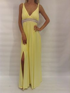 #Φόρεμα_μακρύ #φόρεμα_σε_αρχαιοελληνικό_στιλ #φόρεμα_με_σκίσιμο στο www.primadonna.com.gr