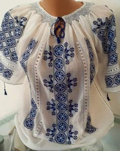 Ie - Romanian Blouse - Souvenir Shop Romania Embroidery Patterns, Cross Stitch Patterns, Embroidered Clothes, Tunic Tops, Womens Fashion, Crotchet, How To Wear, Shirts, Costumes