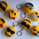 Smilee from felt Crafts To Sell, Diy And Crafts, Crafts For Kids, Arts And Crafts, Felt Diy, Felt Crafts, Emoji Craft, Felt Keychain, Keychains