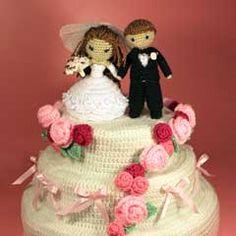 Dreamy Bride and Groom with Wedding Cake amigurumi crochet pattern by Sahrit