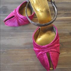 Gucci Fuchsia Velvet Pumps wCrocodile Strap  S 6.5 Never worn. Gucci. Peep toe pump. Fuchsia  velvet with a brown Crocodile strap. Size 6.5 (36 1/2). Stunning shoe.  Will accept Offers. Gucci Shoes Heels