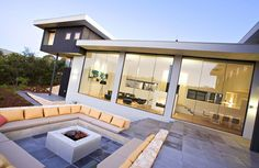 Modern Australian House Design with Outdoor Living Room Idea in Eagle Bay, Western Australia : luxury outdoor living room plan. contemporary home theater design,decorative simple interior ideas,luxury Australian house design,outdoor living room plan Sunken Fire Pits, Small Fire Pit, Concrete Fire Pits, Modern Outdoor Living, Outdoor Living Rooms, Outdoor Couch, Modern Backyard, Fire Pit Seating, Outdoor Seating Areas