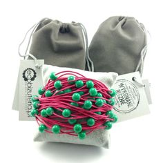 Bransoletka sznurek sznurkowa fuksja szmaragdowe koraliki Bucket Bag, Lens, Fashion, Moda, Fashion Styles, Klance, Fashion Illustrations, Lentils