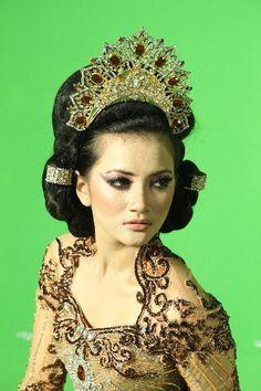 Sumatra Indonesia wedding headdress crown
