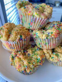 8 Ingredient Sprinkle Cupcakes #glutenfree #holidays #kidfriendly #vegan Vegan Gluten Free Desserts, Gluten Free Cupcakes, Vegan Cupcakes, Gluten Free Treats, Vegan Dessert Recipes, Vegan Treats, Gluten Free Baking, Vegan Baking, Dairy Free Recipes