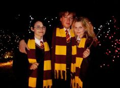 Geeking out!!! The Charmings from Once Upon a Time dressed as the trio from Harry Potter!!!!