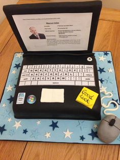 Lap top cake made for a computer programmer