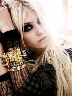 """Taylor Momsen - a Rock chick who has it  all - known for   dark heavy eyeshadow, small star outline tattoo on her side,   Beauty mark above top lip, towards left  and very long choppy blonde extensions  - I dont normally go for rock music but I like here wacky videos..She has been an actress since 3 years old starring in Jim Careys """"Grinch who stole Xmas """""""
