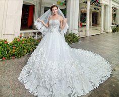 petals_flowers_leaves_3d_beaded_fairy_queen_white_bridal_gown_court_train_wedding_dress_2014.jpg 715×586 pixels