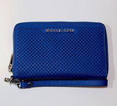 Items for sale by ivans_shop_source Michael Kors Sale, Handbags Michael Kors, Designer Purses And Handbags, Purses And Bags, Suitcases, Women's Accessories, Zip Around Wallet, Phone, Leather