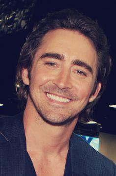 mon dieu! <3 -- I like his smile :)