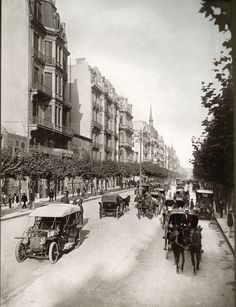 Photo of Avenida de Mayo in Buenos Aires Old Photos, Vintage Photos, Neoclassical Architecture, Old Postcards, Places To Visit, Spain, Street View, Italy, History