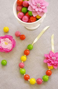 Make edible party favor necklaces and 45 BEST Spring Party, Craft & Decor Tutorials EVER with their LINKS!!! GIFT, PARTY, EVENT, SPRING, WEDDING DECOR. Blog & Photos from MrsPollyRogers.com