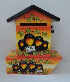 Poštovní schránka s tubou na noviny-havrani Bird, Outdoor Decor, Creative Things, Crafts, Home Decor, Letters, Mailbox, Manualidades, Decoration Home