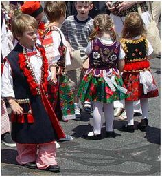 children in traditional Polish dress