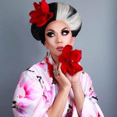 Manila Luzon (Karl Westerberg - US) Manila Luzon, Rupaul Drag Queen, Drag Makeup, Club Kids, Crossdressers, Amazing Women, Beautiful People, Beautiful Women, Wigs