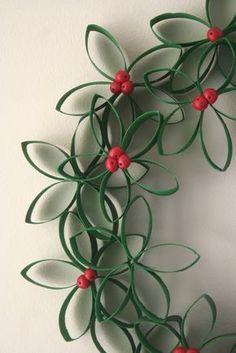 adorno hecho con el tubo de cartón del papel higiénico #manualidades #navidad #DIY #crafts