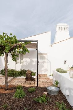 Porch And Terrace, Rooftop Terrace, Terrace Garden, Adobe House, Weekend House, Outdoor Curtains, House By The Sea, Building Exterior, Mediterranean Homes