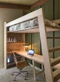 décoration de studio et lit avec mezzanine pour adulte avec bureau