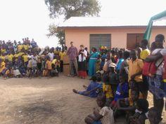 Letzte Woche hat ein Teil des Buying-Teams unsere Lieferanten der feinen Fair Trade Sheabutter in Ghana besucht! Zusammen mit der Ojoba-Gemeinschaft haben wir die große Eröffnung der neuen Ojoba-Bibliothek gefeiert, eine tolle Addition für alle Mitglieder!