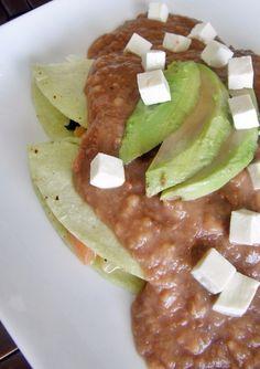 Quesito panela, aguacate, frijolitos, ¿qué más se puede pedir?   17 Recetas riquísimas para hacer con una lata de frijoles