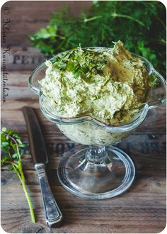 Kräuterbutter aus Grüne-Sauce-Kräuter Dip Recipes, Great Recipes, Vegan Recipes, Flavored Butter, Eat Smart, Kraut, Soul Food, Vegan Vegetarian, Pesto