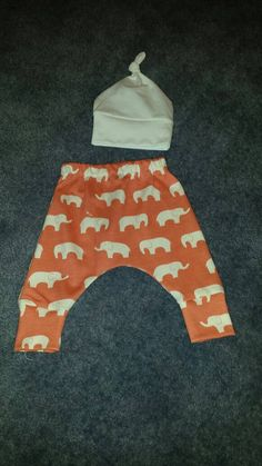 Check out this item in my Etsy shop https://www.etsy.com/listing/398506053/baby-harem-pants-size-6-9-months-100