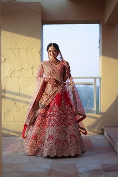 Indian Bride Dresses, Indian Bridal Outfits, Indian Bridal Fashion, Indian Bridal Wear, Bride Indian, Bridal Dresses, Wedding Lehnga, Bridal Dupatta, Indian Wedding Photography Poses
