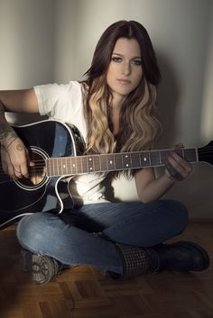 And why Cassadee Pope net worth is so massive? Cassadee Pope net worth is definitely at the very top level among other celebrities, yet why? Blonde Peekaboo Highlights, Taylor Swift, Cassadee Pope, Peek A Boo, Pop Rock, Country Music Artists, Country Singers, Look At You, Celebs