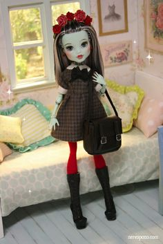 http://www.ebay.com/itm/FLORENCE-OOAK-custom-repaint-Monster-High-doll-by-Nerea-Pozo-/331148571328