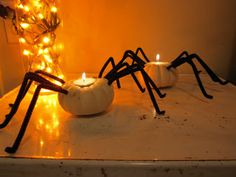 S.O.S. Mom: Spider Candle Holders - Arts & Crafts Activity Holidays Halloween, Halloween Ideas, Halloween Decorations, Halloween Candles, Halloween Pumpkins, Homemade Candle Holders, Halloween Arts And Crafts, Creepy Toys, Candle Art