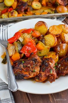 Slimming Slimming Eats Chicken, Potato, Vegetable Tray Bake - gluten free, dairy free, Slimming World and Weight Watchers friendly New Recipes, Cooking Recipes, Healthy Recipes, Dinner Recipes, Party Recipes, Favorite Recipes, Slimming World Chicken Dishes, Clean Eating, Healthy Eating