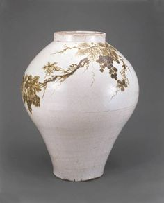 Truly super white ware Jar, Joseon dynasty second half of century Korean Porcelain with underglaze iron-brown decoration of grapevine courtesy Ewha Womans University Museum, Seoul Glass Ceramic, Ceramic Art, Korean Pottery, Moon Jar, Antique Pottery, Korean Aesthetic, Korean Art, Korean Traditional, Iron Decor