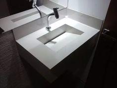 pia de porcelanato com cuba esculpida Concrete Table, Corian, Sink, Sweet Home, New Homes, Bathtub, Bathroom, Design, Home Decor