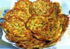 Cukkini tócsni   Gazdagné Djinisinka Margit receptje - Cookpad receptek Vegetable Recipes, Quiche, Cauliflower, Zucchini, Good Food, Dinner Recipes, Cooking Recipes, Vegetables, Breakfast