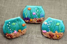 Fish tank cookies and how to make edible sand by Royal Icing Diaries