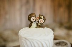 What could be more adorable than an owl wedding topper?THIS owl wedding topper! Owl Cake Toppers, Unique Cake Toppers, Owl Wedding, Dream Wedding, Wedding Ideas, Wedding Stuff, Perfect Wedding, Woodsy Wedding, Wedding 2015