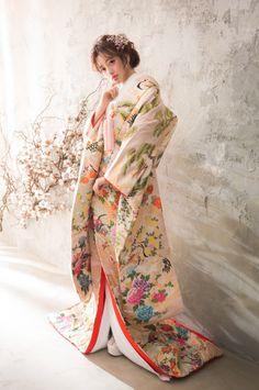 Folk Costume, Costumes, Japanese Wedding, Sapporo, Geisha, Traditional Outfits, Wedding Styles, Kimono Top, Bridal