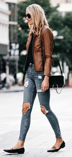 Awesome 41 Stunning Street Styles Flat Shoes with Jeans Ideas. More at http://aksahinjewelry.com/2017/09/12/41-stunning-street-styles-flat-shoes-jeans-ideas/