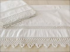 Vintage White Tatted Lace Pair of Pillowcases - G Monogrammed Pillowcases - Extra Long King Sized - Vintage Linens - Bed and Breakfast