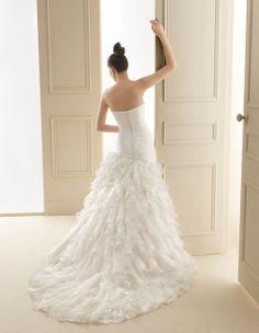 119 IMAN | Wedding Dresses | 2012 Collection | Luna Novias (back)