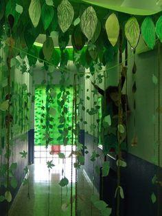 The rainforest in the school … The jungle in the school. Jungle Theme Classroom, Jungle Theme Birthday, Dinosaur Birthday Party, Classroom Themes, Jungle Theme Parties, Safari Party, Safari Theme, Jungle Safari, Jungle Animals