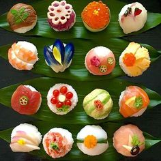 手毬寿司 Temari Sushi, Cute Food, Yummy Food, Sushi Co, Japanese Food Sushi, Valentines Day Food, Food Decoration, Food Presentation, Food Design