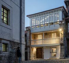 GARCIAGERMAN Arquitectos Comillas House in Cantabria Spain Gaudi, Contemporary Architecture, Art And Architecture, Contemporary Art, Seaside Resort, Urban Setting, Construction Design, Window Design, Ground Floor