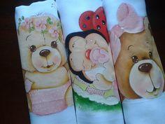 Fraldas de boca TRIO  As Três fraldas de 35X35 por $ 33,00  Pintadas a mão e com acabamento em tecido