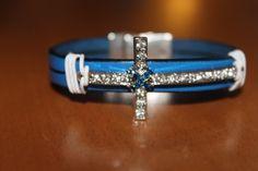 """""""NOUVEAUTE"""" bracelet en cuir bleu avec croix strassée fermoir aimanté : Bracelet par isabond007"""
