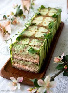 Savory magic cake with roasted peppers and tandoori - Clean Eating Snacks Tea Party Sandwiches Recipes, Breakfast Sandwich Recipes, Sandwich Cake, Tea Sandwiches, Breakfast Bake, Clean Eating Snacks, Healthy Snacks, Salad Cake, Food Garnishes
